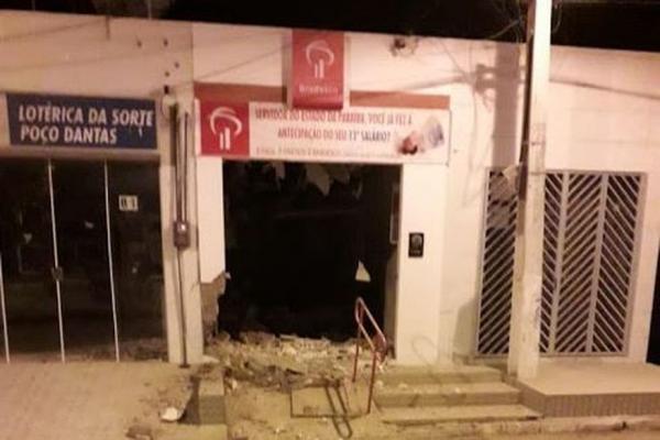 Bandidos explodem unidade de atendimento bancário em Poço Dantas