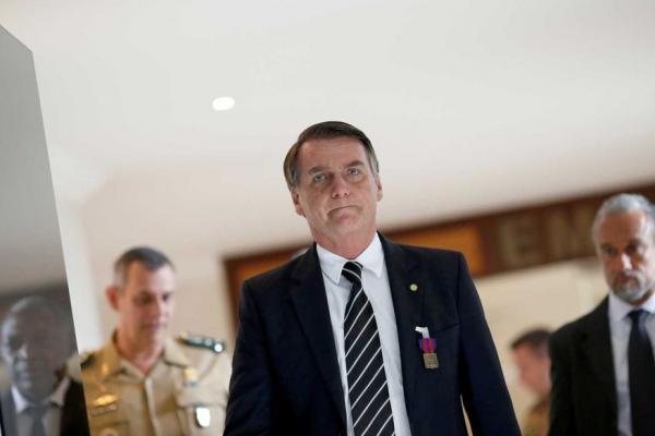 Bolsonaro antecipa retorno a Brasília para reunir ministros