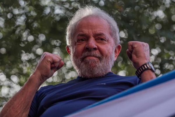 MPF aponta aponta erro material em sentença contra Lula