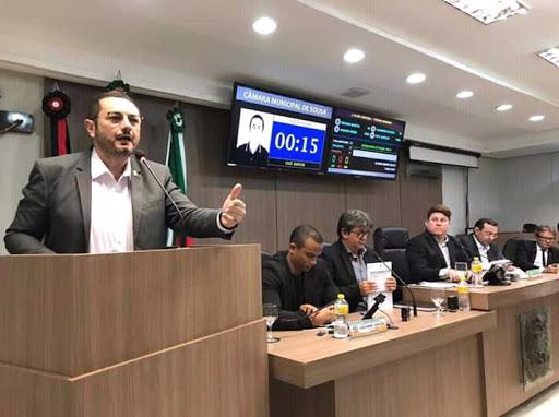 """Cacá Gadelha bate-boca com Radamés Estrela e diz que Câmara Municipal virou """"puxadinho"""" da prefeitura de Sousa"""