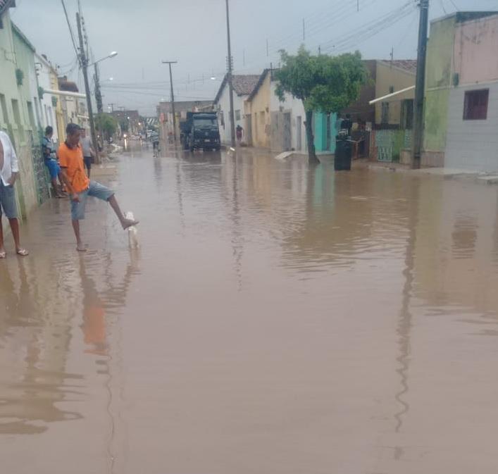 Em Sousa, devido a obras malfeitas pela prefeitura, chuvas que variaram entre 61 e 81mm, volta a causar transtornos à população. VEJA VÍDEOS!