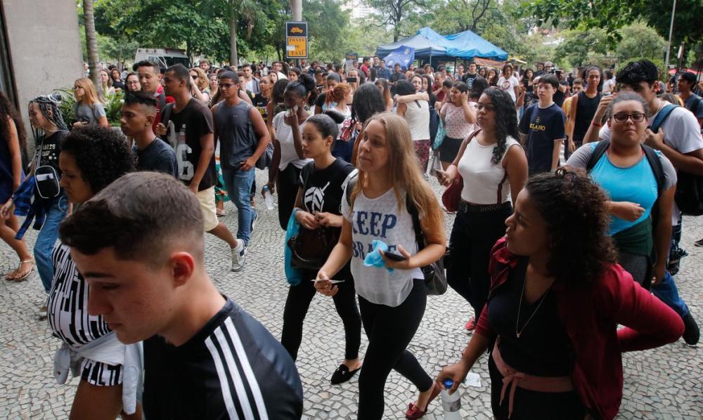 Para concorrer às bolsas integrais, os estudantes precisa comprovar até um salário mínimo por pessoa. Foto: Fernando Frazão/Agência Brasil