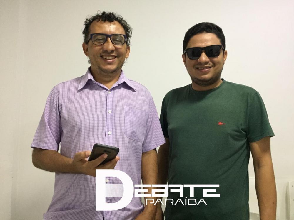 Membros da imprensa conversaram com Diego. (Foto: Debate Paraíba).