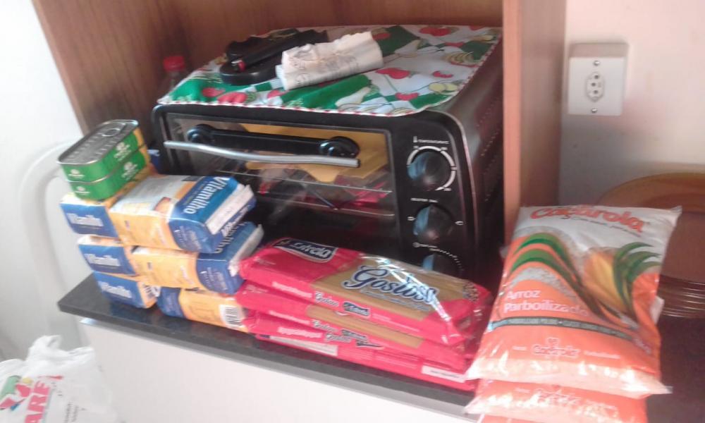 itens da mini cesta entregue pela prefeitura de Sousa. (Foto: Reprodução).