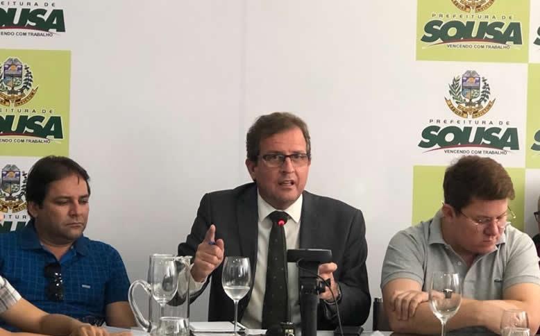 Prefeito de Sousa prorroga decreto e fala da perspectiva de reabertura do comercio para o final de maio