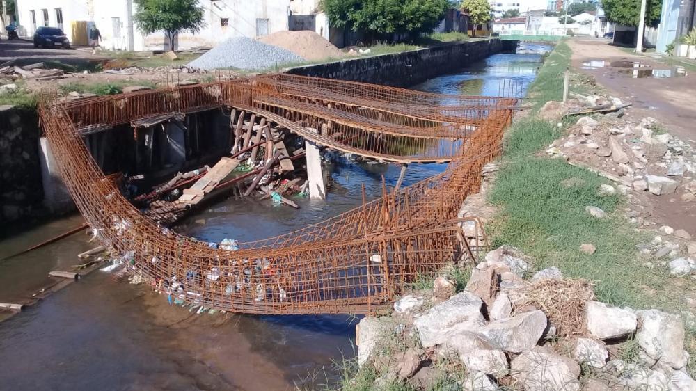 Estrutura de 'pequena' ponte que vai custar quase R$ 120 mil a prefeitura de Sousa desaba com chuva de apenas 40mm