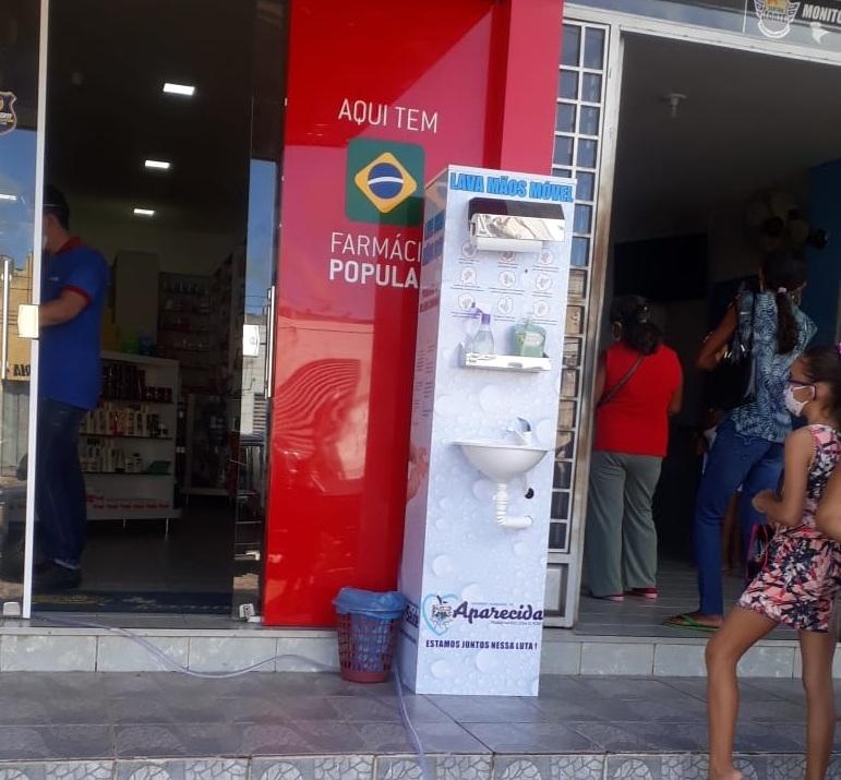 Prefeitura instala um lavatório para que as pessoas possam higienizar as mãos evitando a proliferação do vírus. (Foto: Reprodução).