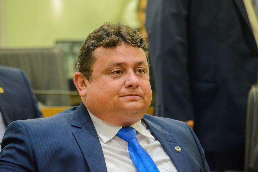 Veículo do deputado estadual Wallber Virgolino (Patriotas) foi alvejado por tiros. (Foto: Reprodução).