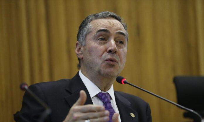 Em sessão virtual, Barroso toma posse como presidente do TSE