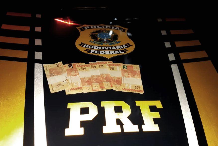 Paraibanos são presos pela PRF com pacote de dinheiro falso no Rio Grande do Norte