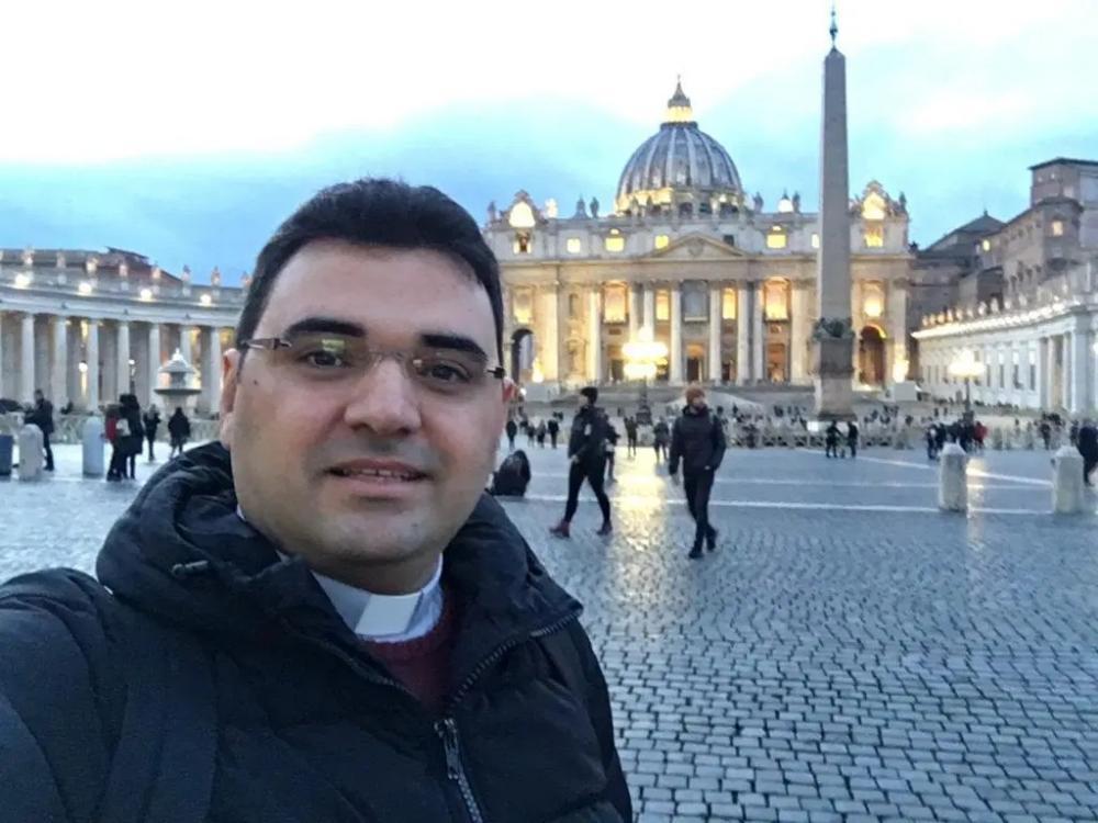 Padre da Diocese de Cajazeiras, que já trabalhou em Sousa e Aparecida, retorna de Roma após concluir mestrado