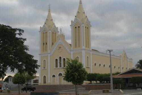 Bispo Diocesano de Cajazeiras publica decreto e igrejas só reabrem as portas para os fiéis partir do mês de julho