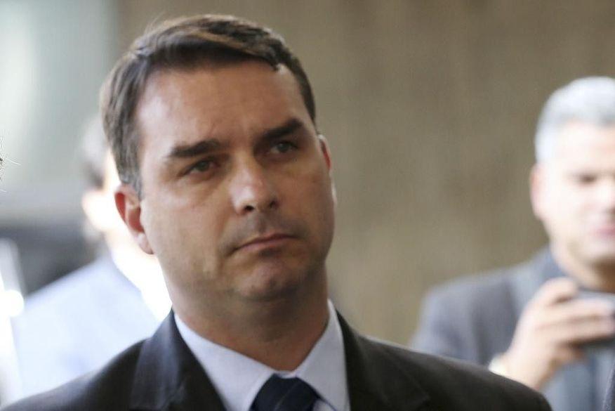 Desembargador votou a favor da concessão de foro privilegiado ao senador Flávio Bolsonaro (Foto: Reprodução).