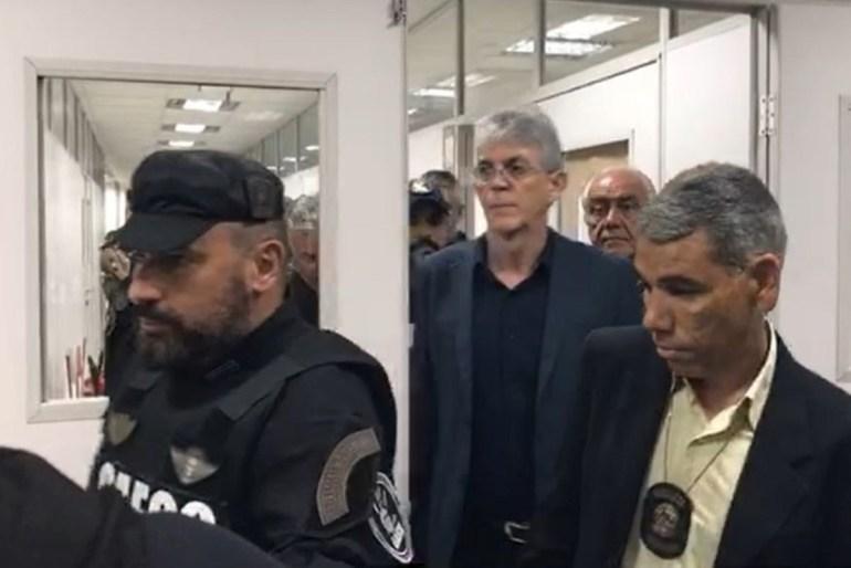 Ricardo cumpre medidas cautelares determinadas pelo Superior Tribunal de Justiça e reforçadas na Paraíba pelo desembargador Ricardo Vital. (Foto: Reprodução).