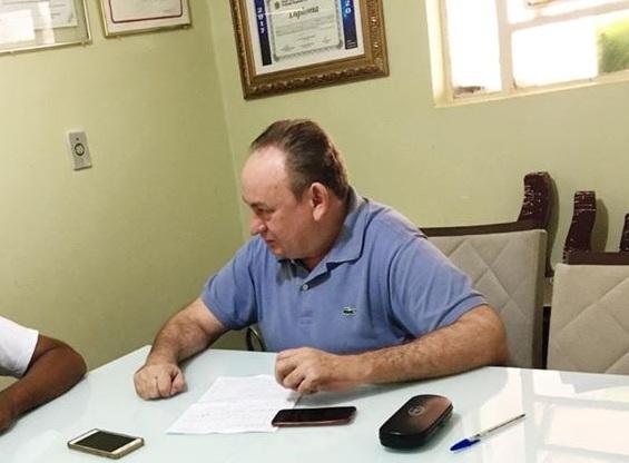 Em parceria com o Governo do Estado, prefeito Zé de Pedrinho consegue ônibus escolar para Marizópolis