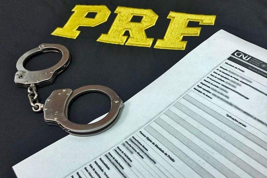 Foragido da justiça, acusado de tráfico de drogas e venda ilegal de armas, é preso pela PRF na Paraíba