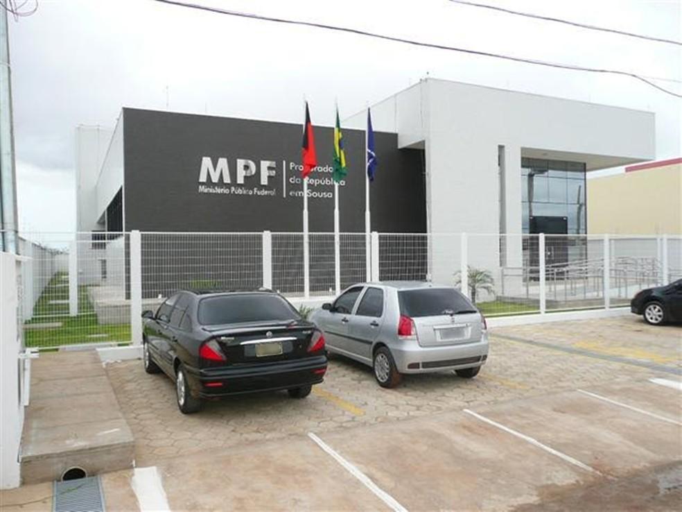 Promotoria recomenda o fechamento de bares, restaurantes, espetinhos e fixação de horário para o funcionamento do comercio varejista em Sousa