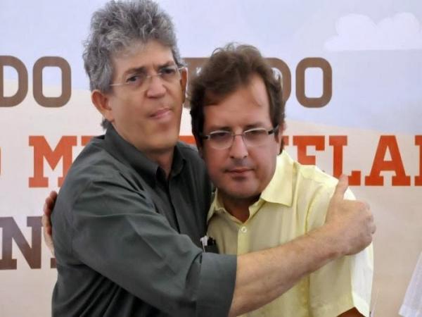 """Ricardo já vê Tyrone como um """"rebelde"""" e prefeito sofrerá consequências em Sousa, garante fonte do PSB"""