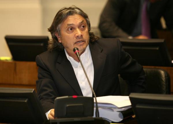 """Senador do Chile propõe """"Lei Bolsonaro"""" contra fake news nas eleições"""