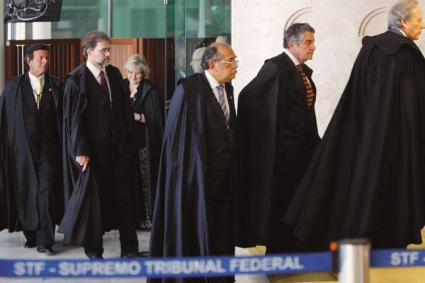 Bolsonaro diz que 'não é o momento' para ampliar despesas com reajuste salarial a ministros do STF
