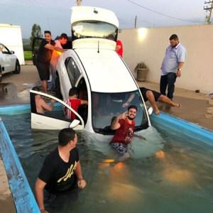 Carro cai em piscina durante festa 'resgate' viraliza na web