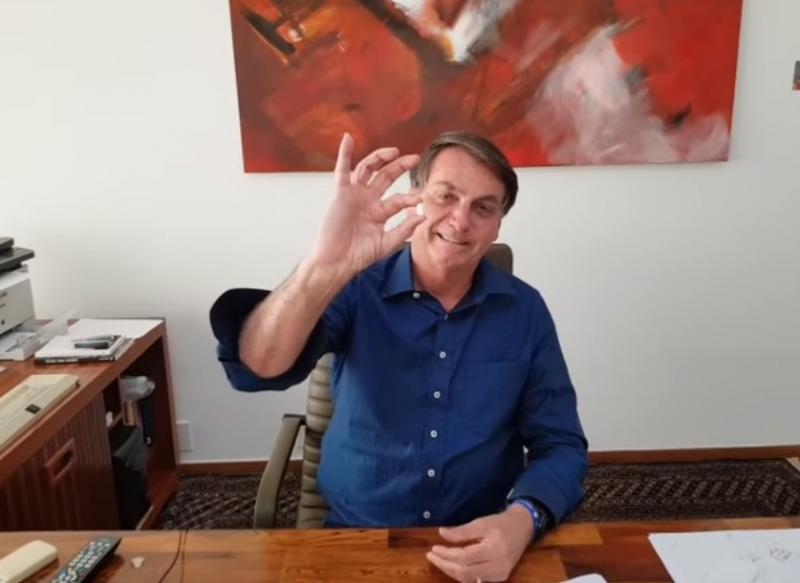 Com coronavírus, Bolsonaro toma hidroxicloroquina e diz que confia na medicação